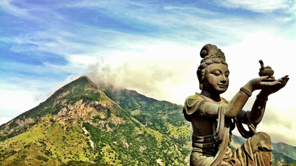 STATUE AT LANTAU ISLAND : PHOTO