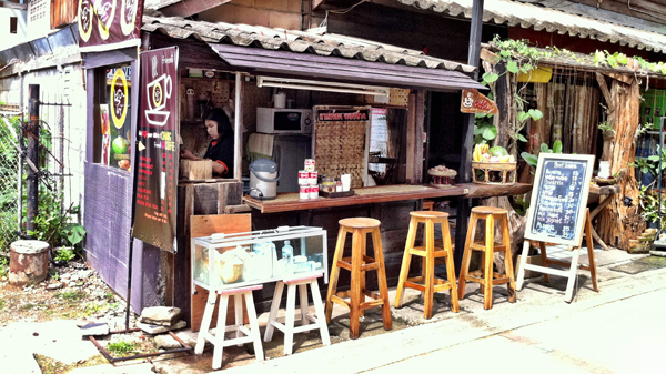 THAI FRUIT JUICE STAND : PHOTO
