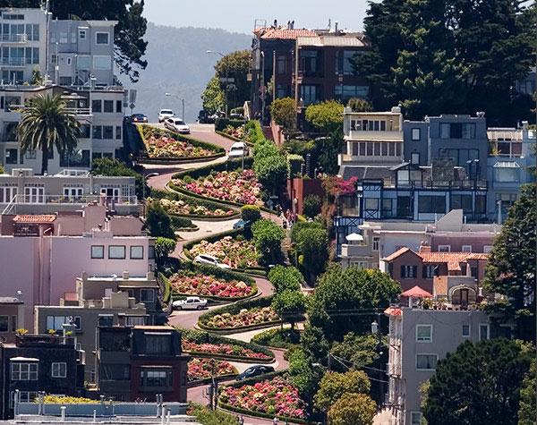 DESTINATION : Lombard Street