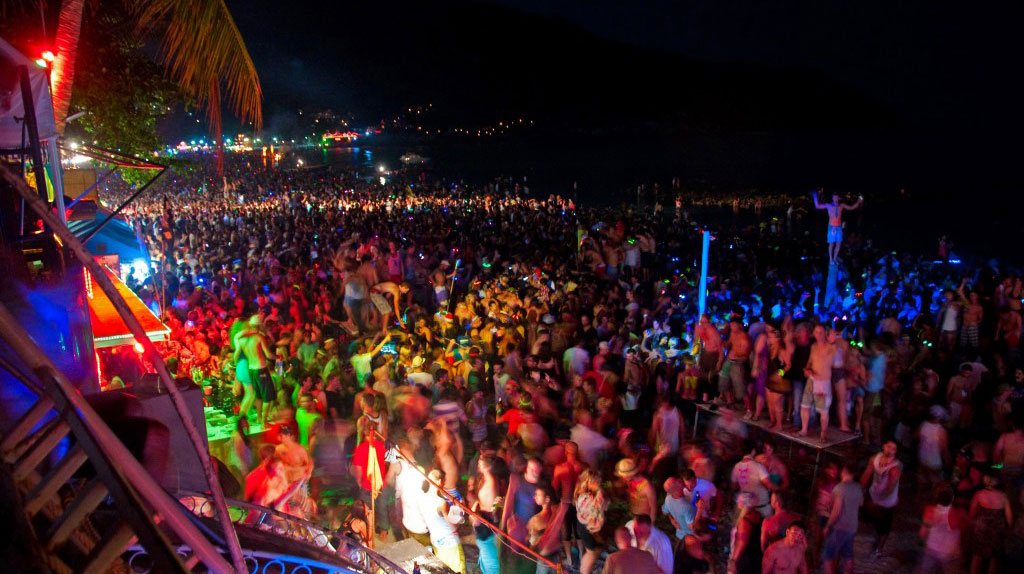VIDEO : The Full Moon Party, A Drunk & Candid Look