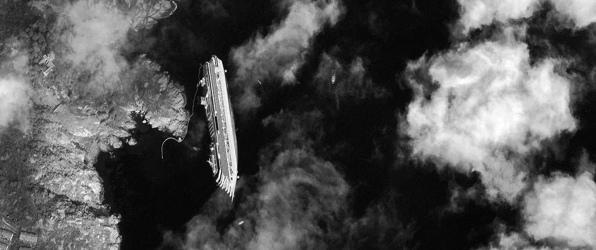 PHOTO : Costa Concordia Shipwrek From Space