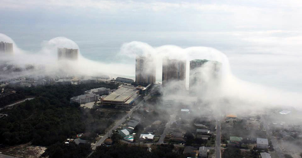 PHOTO : Cloud Tsunami Strikes Panama City Beach