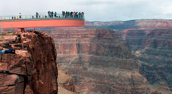 Travel to the Grand Canyon Skywalk