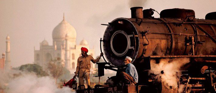 Backpacking travel India by Train - Taj Mahal