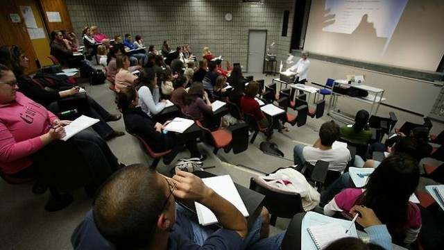 Backpacking Travel Free to University Lectures in London