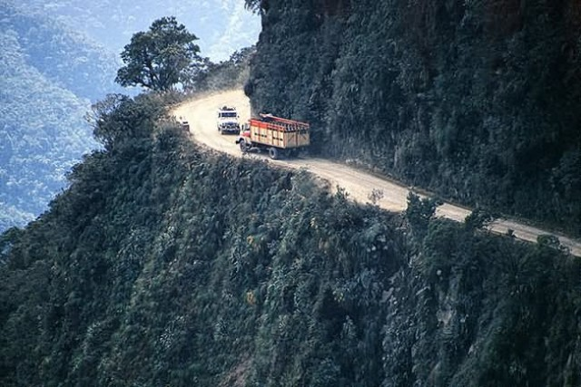 AMAZING ROADS OF THE WORLD : NORTH YUNGAS ROAD, BOLIVIA