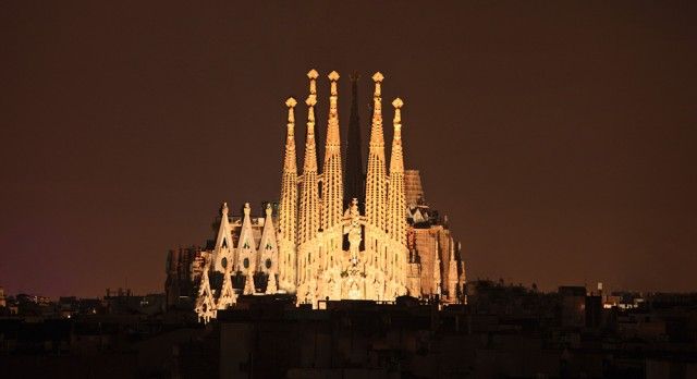 Travel to Sagrada Familia