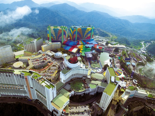 World's Biggest Hotels : First World Hotel